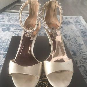 Badgley Mischka ivory satin wedding shoes size 9